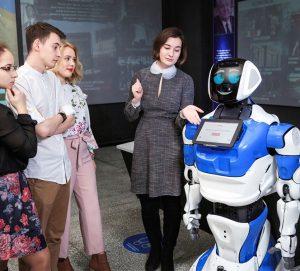 Сервисные роботы на службе торговых центров Перми и МФЦ Якутии