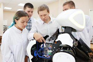 В России появилась магистратура по сервисной робототехнике, которую можно окончить, не выходя из дома. Рассказываем как