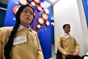 Посетителей нового офиса «Мои Документы» в Москве встречают человекоподобные роботы